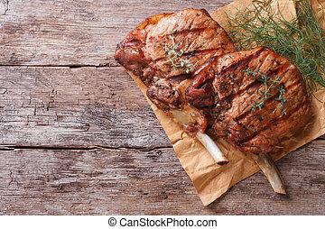 primo piano, vecchio, cima, carne di maiale, erbe, cotto ferri, tavola, vista