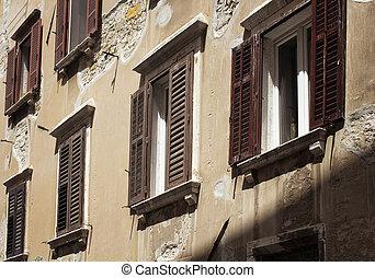 primo piano, vista, di, vecchio, costruzione storica, riflettere, architettonico, stile, di, koper, in, slovenia.