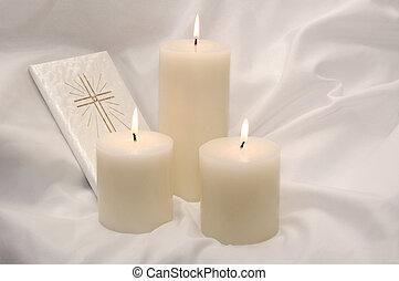 primo, santo, comunione, candele, e, libro preghiera
