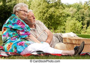 printemps, couple, apprécier, personnes agées