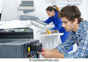 printer, herstelling, door, een, jonge, technicus