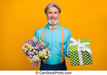 prise, gris, anniversaire, grand, cravate, chemise, fond couleur, chevelure, jaune, wildflowers, photo, boîte, bleu, branché, papy, bretelles, tas, arc, isolé, frais, usure, petite amie, cadeau, épouse, beau