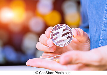 prise, litecoin, bitcoins, or, main., pièces, -, cryptocurrency, femmes, ripple., ethereum, bitcoin, monnaie, argent, physique