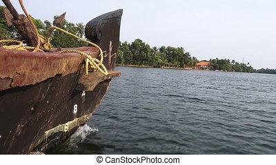 prise vue large, boat's, arc, par, riverbank