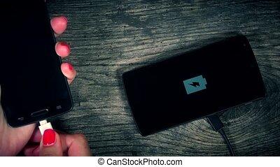 prise vue., téléphone, sans fil, main, 4k, closeup, intelligent, mettre, charger.