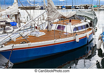 Private boat in Lausanne's harbor