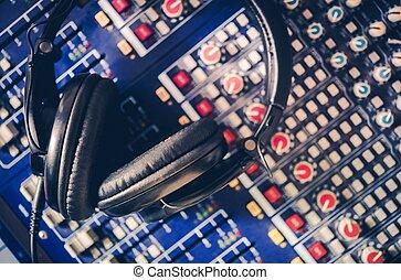 pro, headphones, mixer