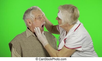 problèmes, homme aîné, infirmière, docteur, mûr femme, patient, examine