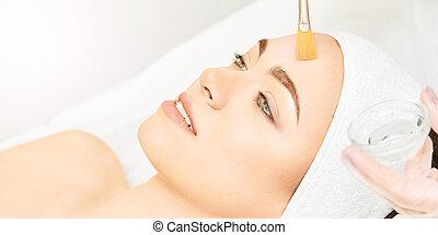 procedure., ácido, niña, peladura, cosmetología, therapy.hyaluronic, treatment., cáscara, cepillo, facial, mujer, retinol, belleza, joven