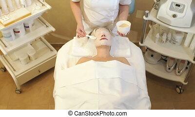 procedure., schoonheidspecialist, masker, schoonheidsmiddel, klei, spa, meisje, maakt, salon.