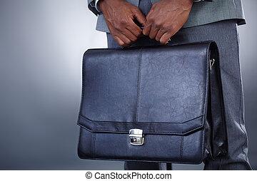 proceso de llevar, maletín