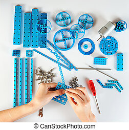 Process of assembling constructor with hands