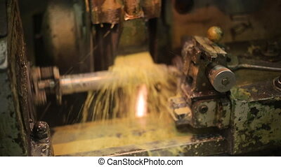Process of deep handling of a metal workpiece by use of coolant.