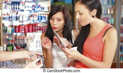 produits de beauté, femmes commerciales