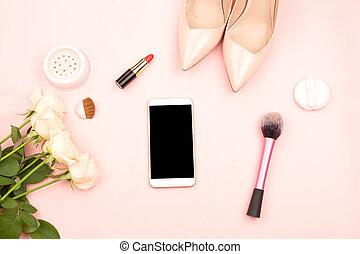 produits de beauté, smartphone, chaussures