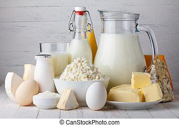 produtos leiteria, leite, ricota, ovos, yogurt, coalhada, e,...