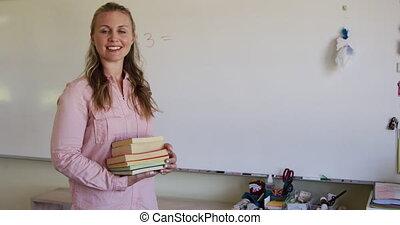prof, femme, école, pile, livres, tenue