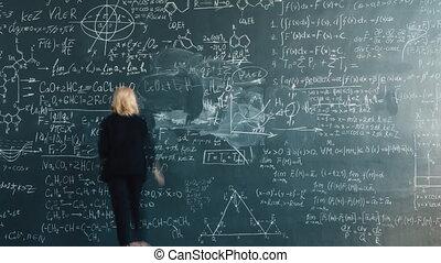 prof, femme, formlas, tableau noir, temps, fait zoom, défaillance, intelligent, écriture