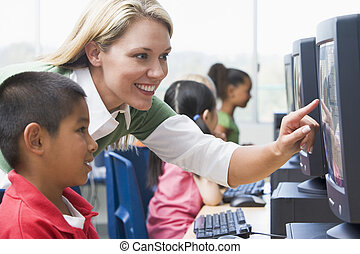 prof, portion, jardin enfants, enfants, apprendre, comment, à, usage, ordinateurs