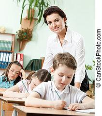 prof, tâche, élèves, elle, aides