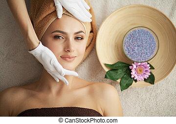 profesional, masaje, debajo, balneario, facial, mujer, ...