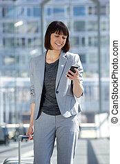 profesional, mujer de negocios, viajar