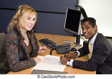 profesionales, firma, joven, contrato