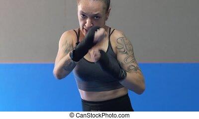 profesjonalny, boks, kobieta cienia, practicing