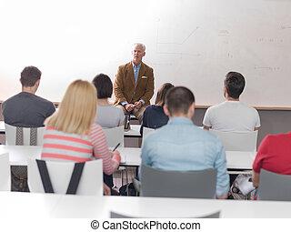 profesor, con, un, grupo, de, estudiantes, en, aula