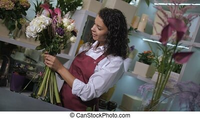 Professional florist making flower composition - Diaganal...