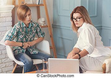 professionale, psicologo, lavorativo, con, uno, ragazzo scuola