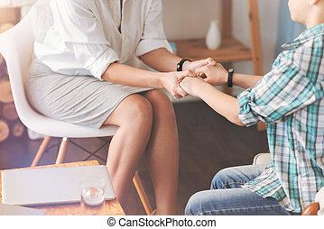 professionale, psicologo, tenere mani, di, uno, piacevole, ragazzo scuola
