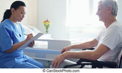 professioneel, aardig, arts, klesten, met, een, wheelchaired, man