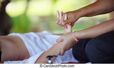 professioneel, handen, masseren, van, vrouw, in, de, strand, spa., 1920x1080