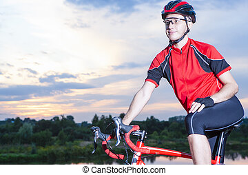 professionell, manlig, cyklist, på, den, bike., utstyrt med,...