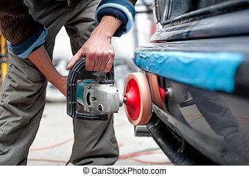 professionell, mekaniker, användande, a, driva, buffert, maskin, för, rensning, den, kropp, av, a, bil, från, scratches., specificera, av, bil bry, begrepp