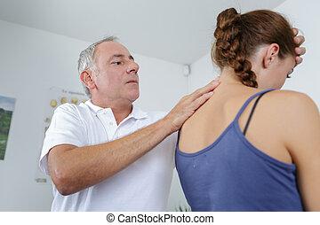 professionell, osteopathie, therapie, behandlung, auf, hals, von, weibliche , patient