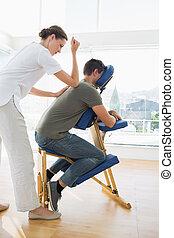 professionell, therapeut, weibliche , mann, massage, geben