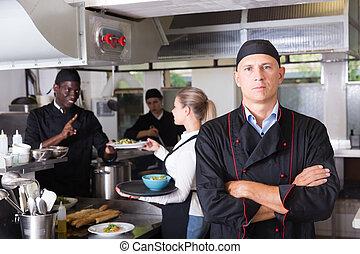 professionnel, chef cuistot, restaurant, cuisine