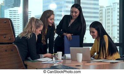 professionnel, pensée, réunion, nouveau, projet, femmes affaires, planning., groupe