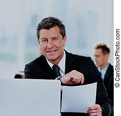 professionnels, avoir, réunion, autour de, table, dans, moderne, bureau.