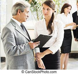 professionnels, collègues, collaboration, réunion, séminaire, conférence