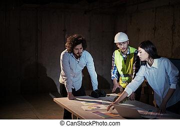 professionnels, dans, groupe, architecte, et, ingénieur, sur, site construction