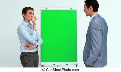 professionnels, deux, conversation, planche, devant