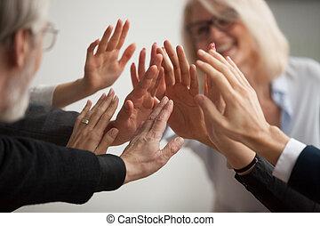 professionnels, donner cinq, haut haut, divers, mains, fin