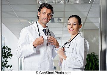 professionnels, monde médical, sourire