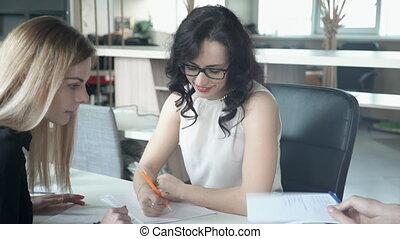 professionnels, mutuel, bureau., jeune, projet, étroitement, équipe, travaux
