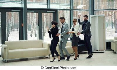 professionnels, partie., concept., hommes, émotions, vestibule, millennials, femmes, beau, ensemble, amusement, collègues, constitué, avoir, danse, rire