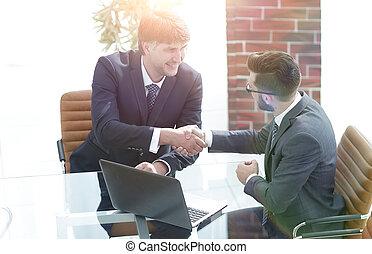 professionnels, réussi, entre, deux mains, secousse