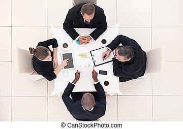 professionnels, sommet, séance, formalwear, quatre, quelque chose, meeting., table, discuter, vue